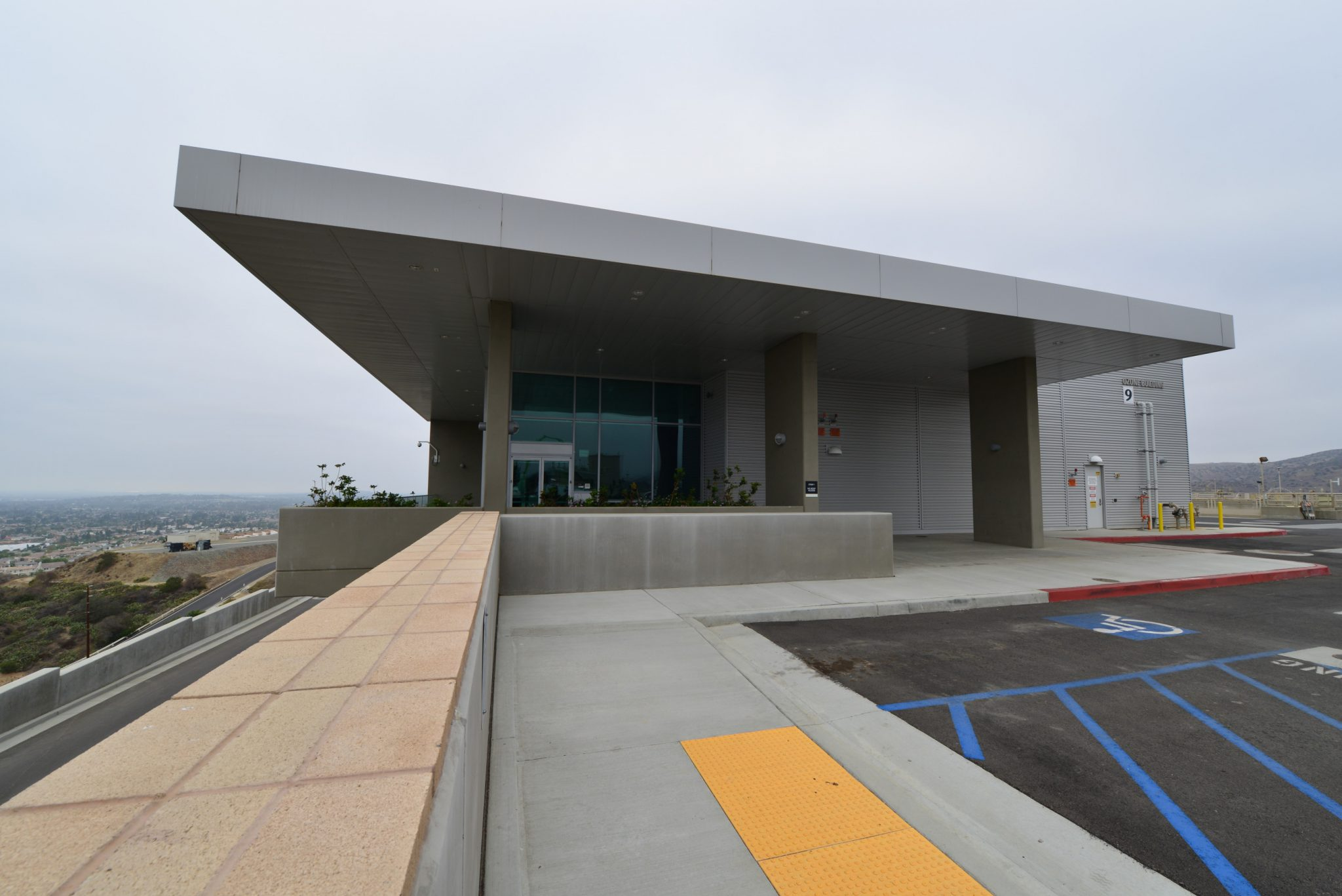 Robert b diemer filtration plant mwa architects for O zone architecture